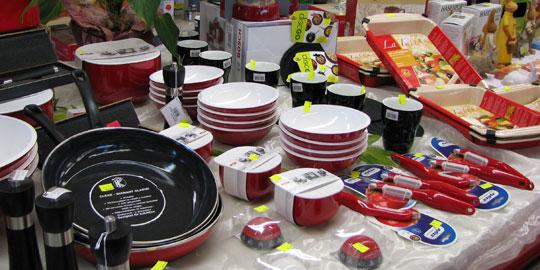 Geschirr, Haushaltszubehör und Reinigungsmittel