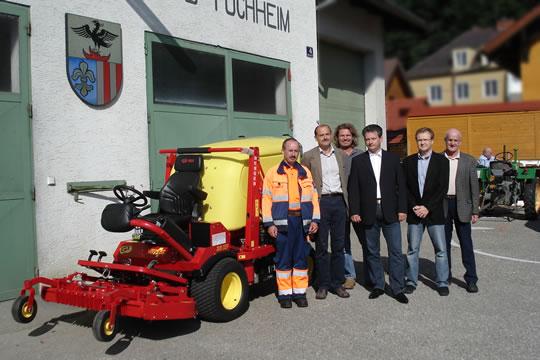 Kommunaler Rasenmähertraktor bei der Übergabe im Wirtschaftshof Attnang-Puchheim